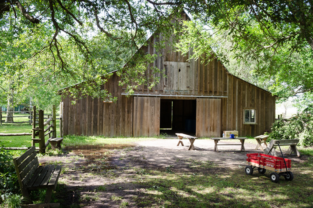 If a Barn Wedding is What Your Thinking About. Read This!