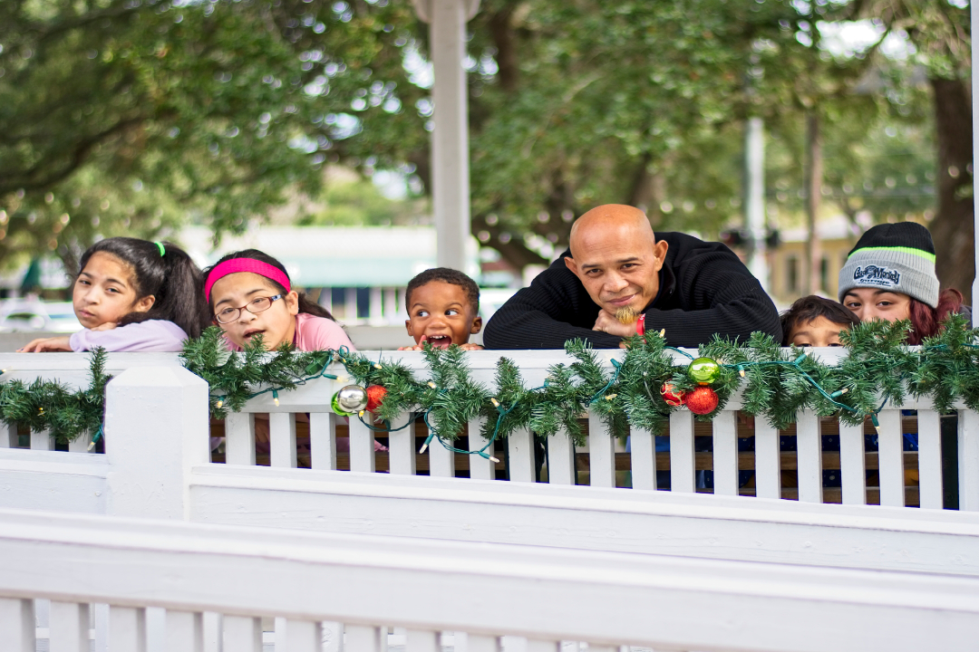 Christmas Family Photos at League City Park from the Teng family.